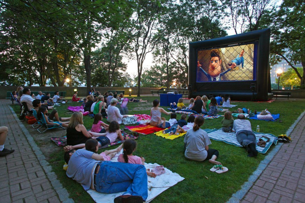 Movie Projection Rentals in Springfield, OH offered by FunFlicks Outdoor Movie Events.